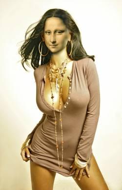 Mona con Collares