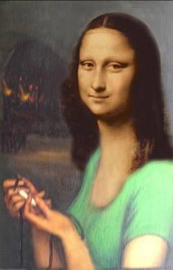 Mona encendiendo mecha