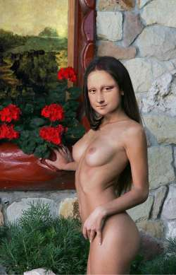 Mona Lisa near the flowers