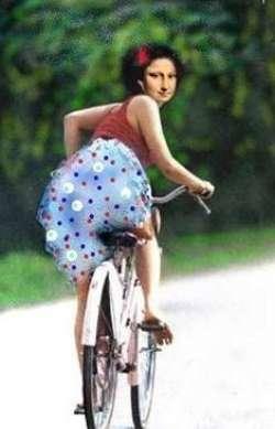 Mona Lisa on her bicycle