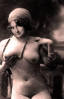 mona, Paris 1880